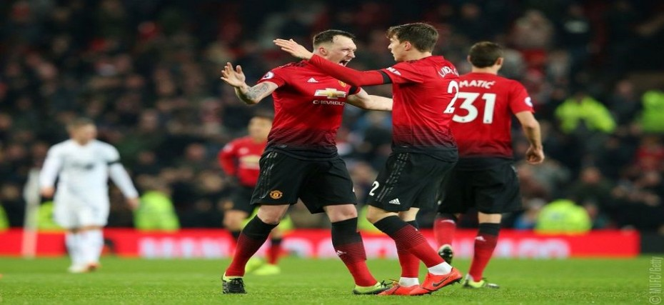 Victor Lindelof saves Manchester United in draw with ...